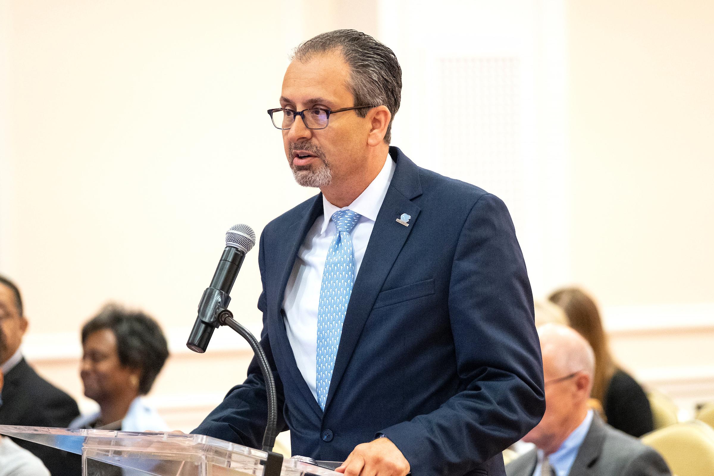 Photo of Dean Scott De Rossi addressing the UNC Board of Trustees